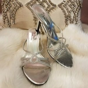 The touch of Nina silver heels size 7.5
